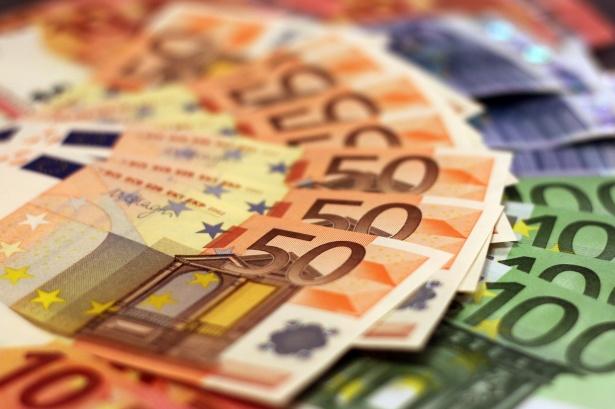 https://www.jackykeller2020.fr/wp-content/uploads/2020/05/euros-billets-de-banque-1456099763Qt9.jpg